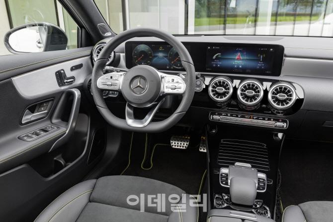 벤츠, 실용성 강화한 3세대 `B-클래스` 공개