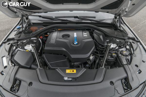 [시승기] 고성능에 두 자릿수 연비까지..BMW 740e