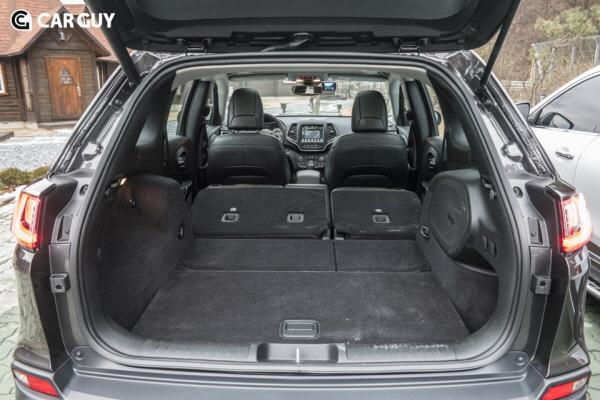 [시승기]오징어 형상 탈피한 지프 체로키..도심형 SUV의 대안