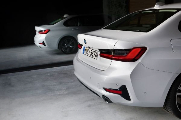 버튼 잔뜩 늘어난 BMW 3시리즈 G20..크리스 뱅글 혁신 어디로