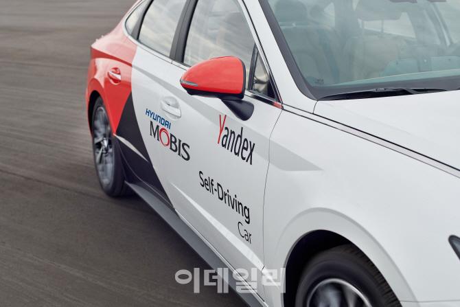현대모비스, 신형 쏘나타 기반 '자율주행 로보택시' 첫 공개