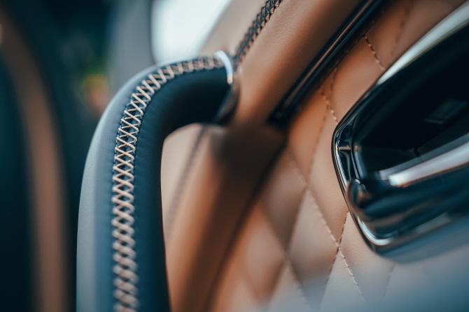 벤틀리, 최초의 SUV `벤테이가` PHEV 버전 출시…가격은 1억8150만원