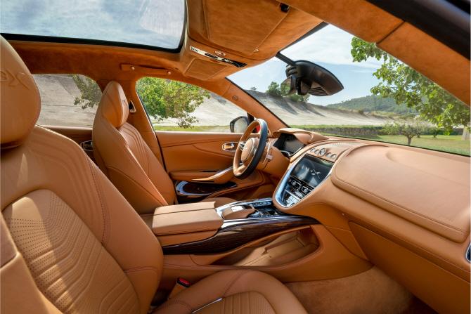 애스턴 마틴의 첫 번째 SUV `DBX`…美·中서 동시 공개 `2억 2290만원`