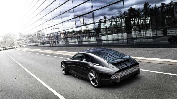 포르쉐 닮았다고? 현대차 EV 프로페시 공개..전투기 조종석 눈길
