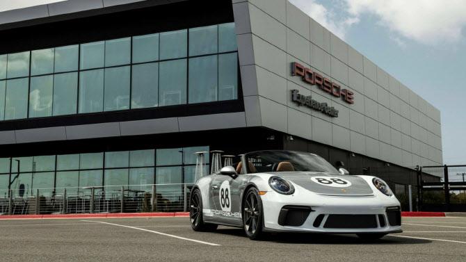 포르쉐, 단 1대 남은 '911 스피드스터' 경매에 내놓은 이유
