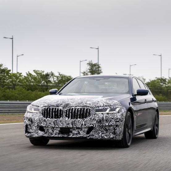 벤츠-BMW, 수입차 1위 두고 경쟁 예고…연이어 신차 출시 행사