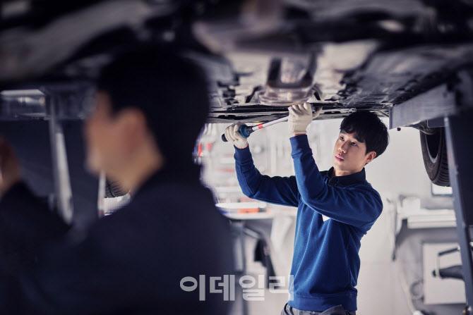 [단독]서비스 강화한다던 볼보, 수리차량에 `부품 돌려막기`
