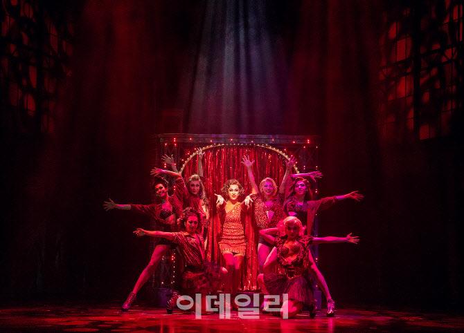 韓 사회서 외면받는 여장남자, 뮤지컬 '인기 캐릭터'인 이유는?