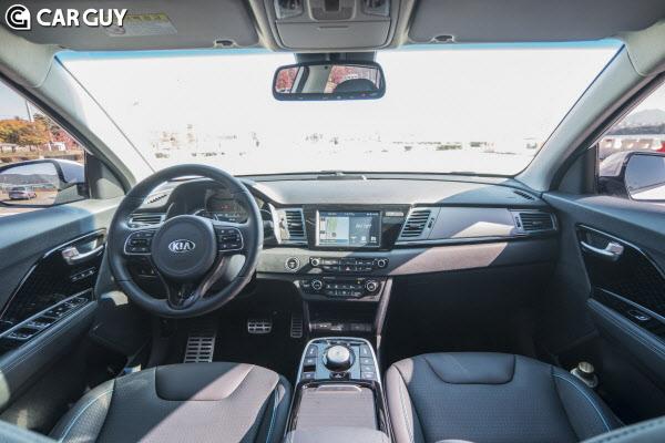 폭스바겐 전기 SUV ID.4 인테리어..혁신보다 안정 택했다