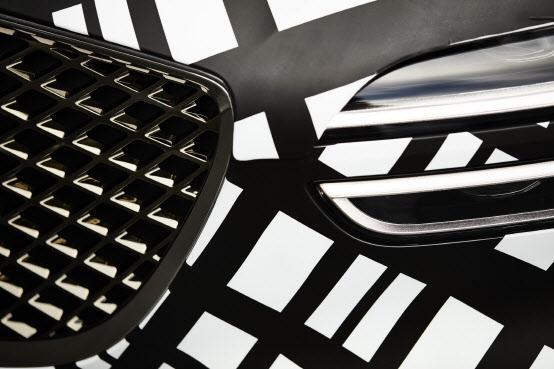 제네시스, GV70 티저 최초 공개…한 달간 위장 필름 부착해 달린다