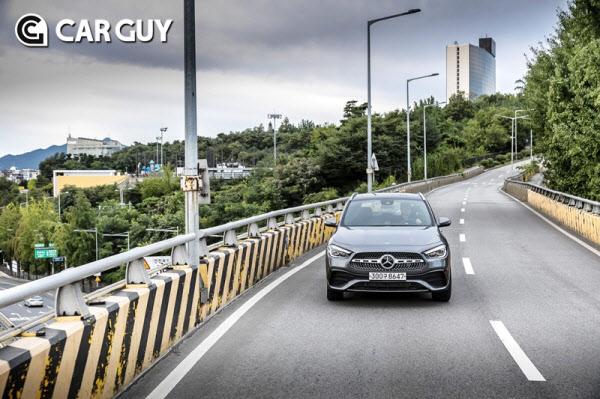 [시승기]소형 SUV도 벤츠가 휩쓴다..매력 만점 GLB, GLA