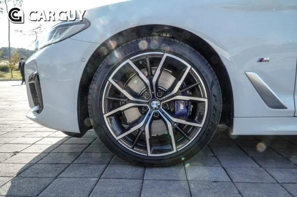 [시승기] 스포츠 패밀리 세단 모범 답안..BMW 뉴 5,6시리즈