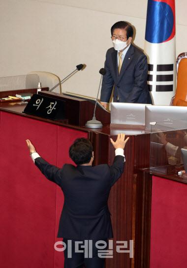 국민의힘, 주호영 입장 제지에 강력 항의…靑 공식사과 해명 요구
