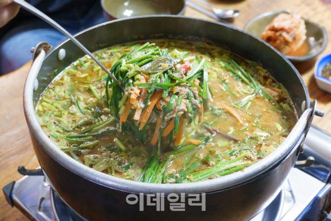 [강경록의 미식로드]고추장으로 칼칼한 맛낸 '가을 보양식'