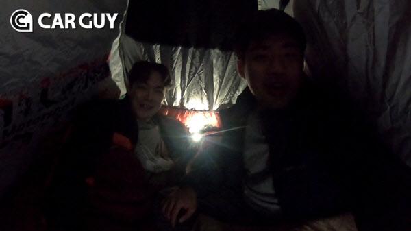[차밖시승기]적재함에 텐트 캠핑…지프 글래디에이터