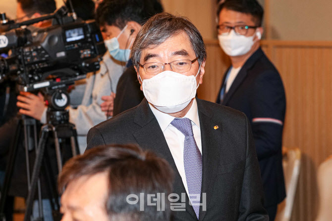 [포토]부동산 점검 회의 참석하는 윤석헌 금융감독원 원장