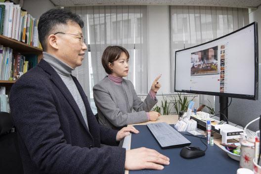 """이화여대 연구팀 """"아동 출연 유튜브, 아동학대 일상적으로 발생"""""""