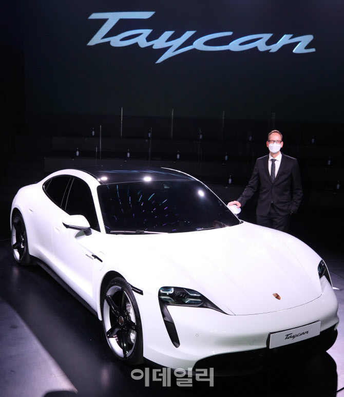 포르쉐코리아, 최초 순수 전기 스포츠카 '타이칸 4S' 출시