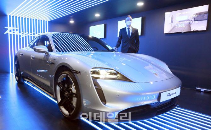 포르쉐 순수 전기차 '타이칸 4S' 국내 정식 출시