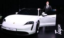 강력한 배터리 품은 '포르쉐 타이칸 4S'