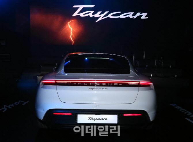 강력한 전기 심장 품은 '포르쉐 타이칸 4S'