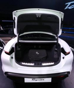 '포르쉐 타이칸', 엔진 대신 트렁크 공간이