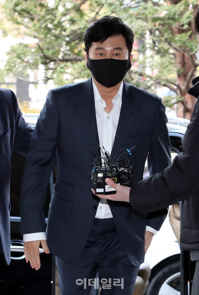 [포토]법원 들어서는 양현석 전 YG엔터테인먼트 대표 프로듀서