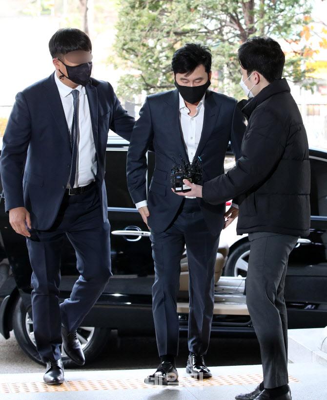 [포토]법원에서 취재진 질문받는 양현석 전 YG엔터테인먼트 대표 프로듀서