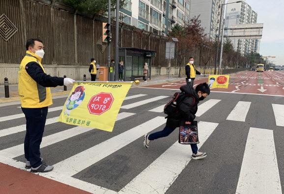 `어린이를 보호해주세요`‥쌍용차, `어린이 교통안전 캠페인` 실시