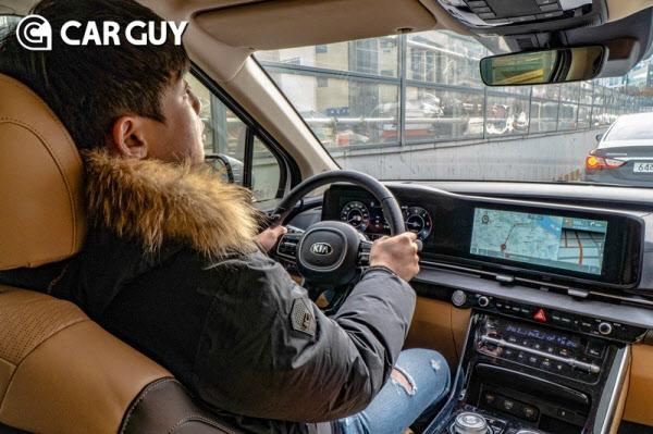 [시승기] 경쟁자 없는 독점인데..SUV 스타일 기아 카니발
