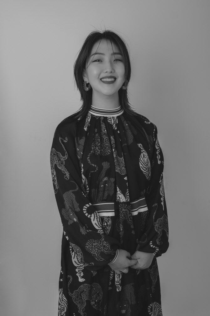 양주 경기패션창작스튜디오 출신 디자이너 양윤아, 대통령상 수상