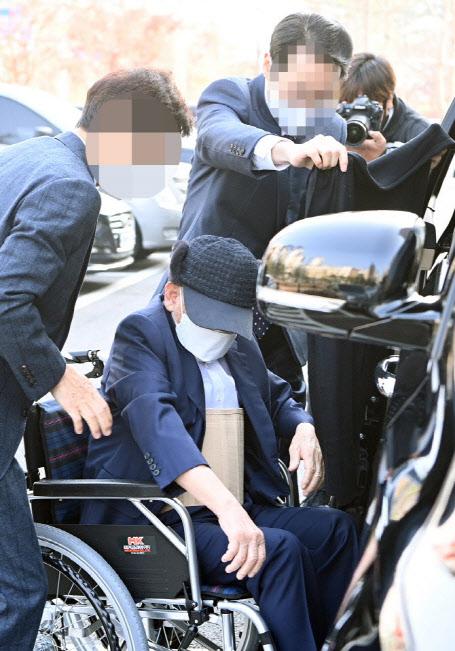 `코로나 방역 방해` 이만희 신천지 회장에 징역 5년 구형