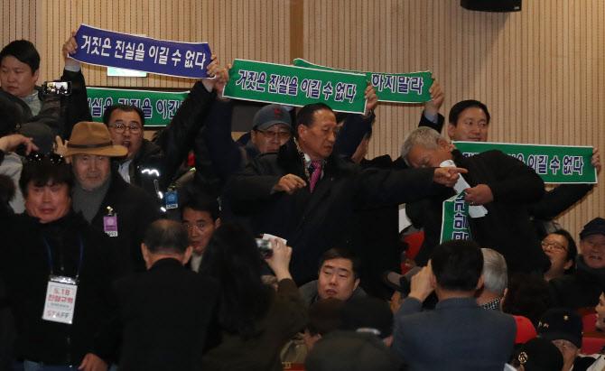 검찰, '5·18 모욕' 김진태·지만원 등 4명 불기소 처분