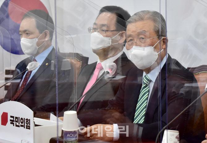 [포토]김종인, '사면, 대통령 권한...이낙연과 교감 없었겠나'