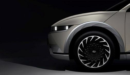 현대차 `아이오닉5` 베일 벗었다…티저 이미지 공개