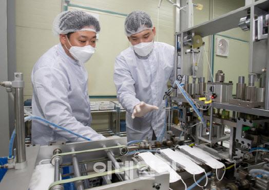 [스마트공장시대 활짝-상]①코로나 백신 주사기, 생산량 2.5배 '껑충'