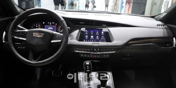 캐딜락 럭셔리 SUV 'XT4' 실내