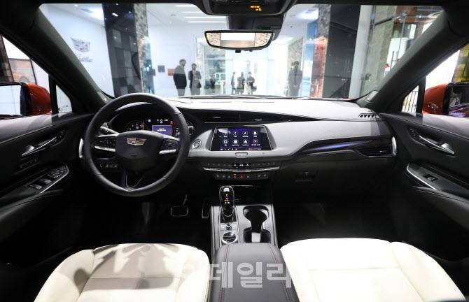 캐딜락 럭셔리 SUV 'XT4' 실내모습