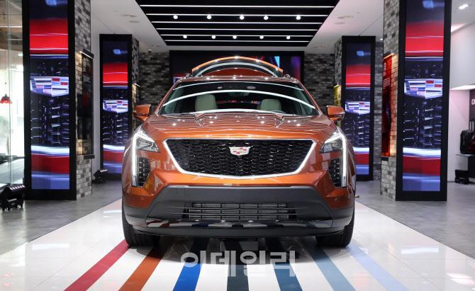 캐딜락, 개성 넘치는 SUV 'XT4' 선보여