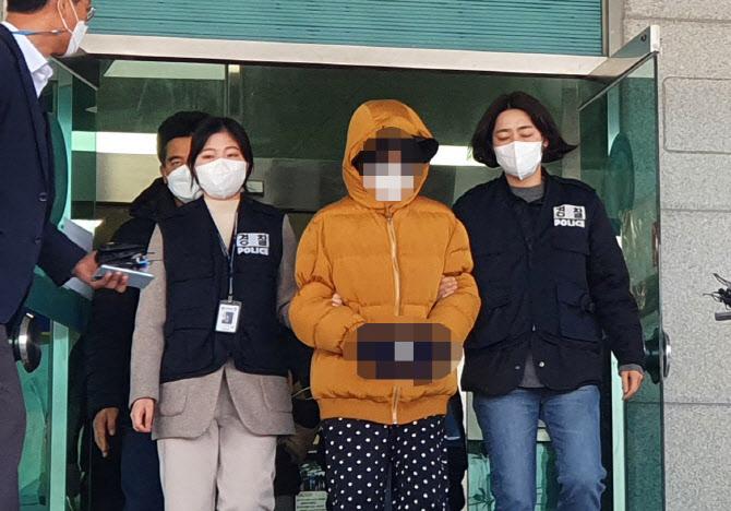 """생후 2주 아들 때려 죽인 부모, SNS엔 """"내 새끼♡ 잘 키우자"""""""