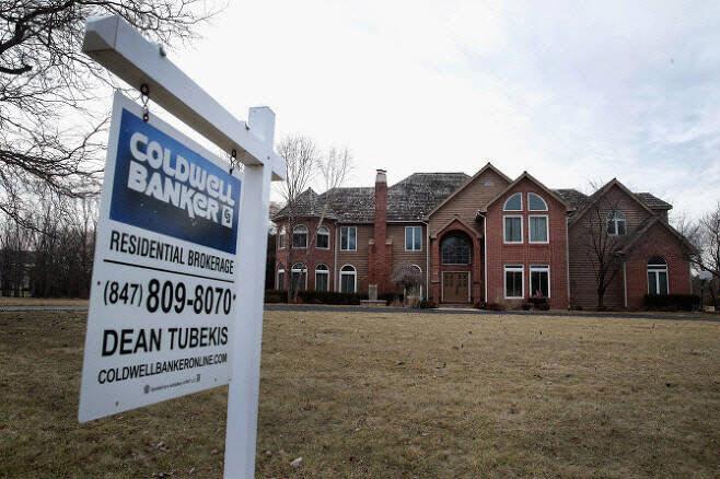 수요는 넘치는데 매물이 없다…미국 집값 '사상 최고'