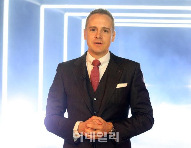 마이바흐 GLS 600 소개하는 마크 레인 벤츠코리아 제품&마케팅 총괄 부사장