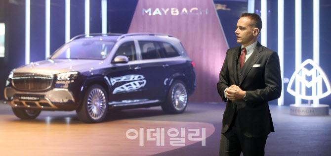 벤츠 GLS600 공개하는 마크 레인 부사장