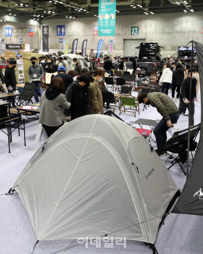 캠퍼들로 북적이는 '2021 캠핑&피크닉 페어'