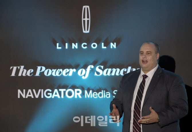 풀사이즈 럭셔리 SUV 뉴 링컨 네비게이터' 소개하는 데이비드 제프리 링컨코리아 대표