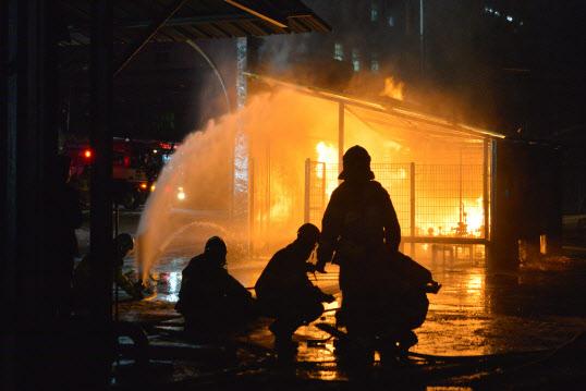 한밤중에 '펑'…광주 광산구 LPG충전소서 화재 발생