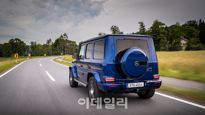 `각진 매력에 빠진다` 벤츠 `G 400d` 출시..1억6060만원