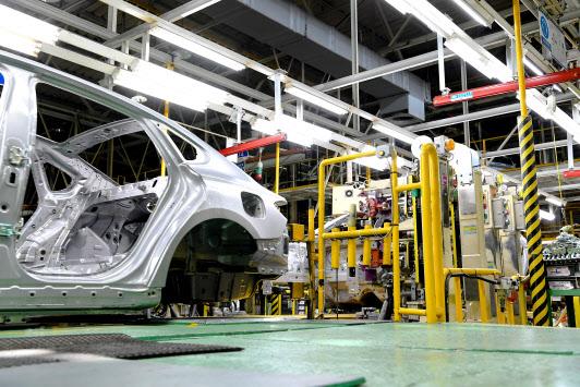 `인기 차종 생산 공장도 멈춰` 반도체 대란에 車업계 `속수무책`