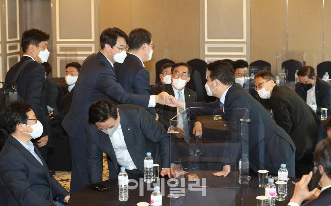 [포토]민주당, '재선 의원 회동...당 쇄신 방안 논의'