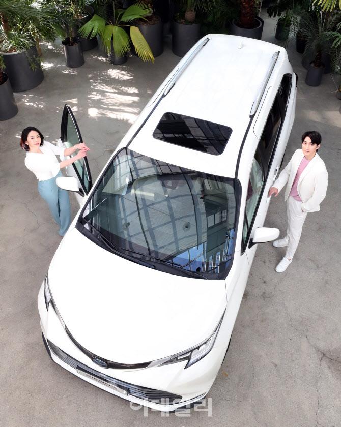 스타일과 효율성을 겸비한 토요타 미니밴 뉴 시에나 하이브리드
